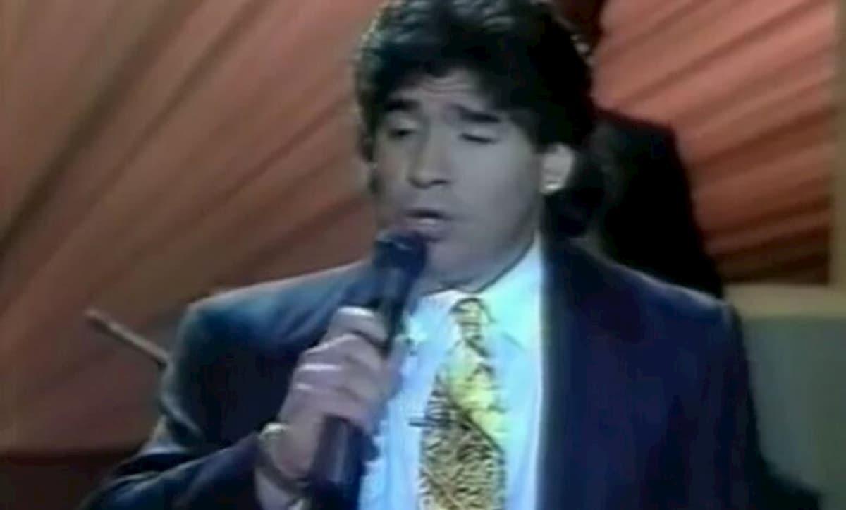 Diego Armando Maradona cantando El Sueño del Pibe junto a Gasalla